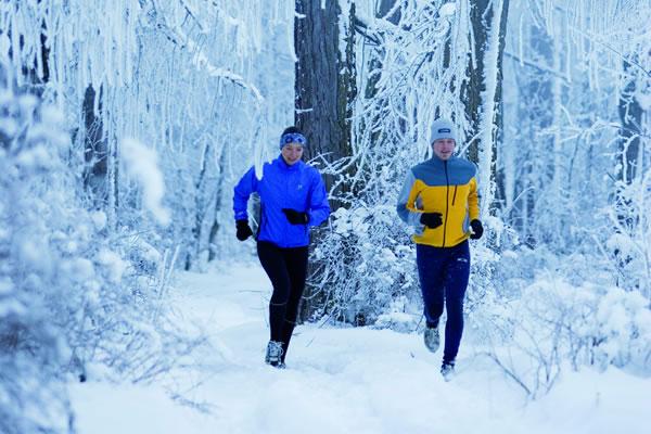 8 conseils pour courir dans le froid - Runner s World 24a3b3fd9c6