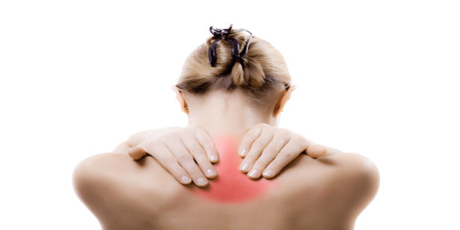 La douleur geignant sur le dos à gauche de lépine dorsale