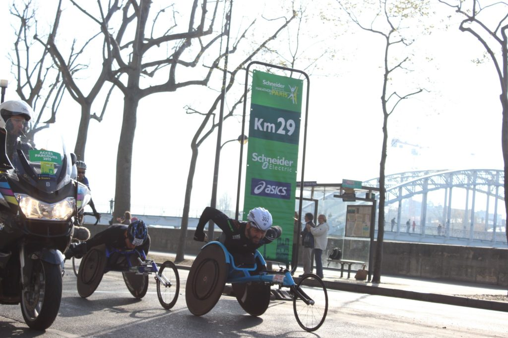 Julien Casoli à la lutte avec son homologue espagnol au 29e km