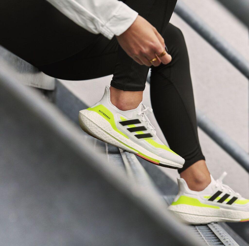 h22732 ub21 innovation ss21 hero outfit one female pre run fy0401 246 688585 1610641223 Adidas anuncia el lanzamiento del Ultraboost 21